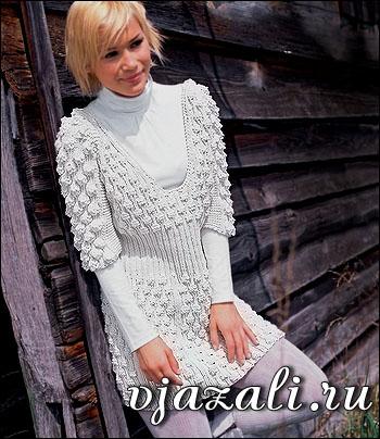 Как и с чем носить вязаное платье