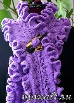 Ажурный шарф с рюшами вязаный спицами