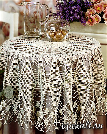 tela larga en una mesa redonda