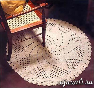 Большой спиральный цветок на рисунке круглого коврика вязаного крючком. коврик крючком.  Размер 115 см в диаметре...